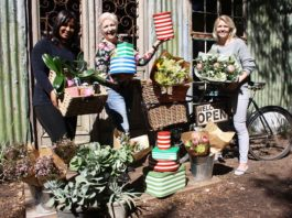 Market director Wilna Rabe with Tarryn Bailey (left) and Ronel Rautenbach of KIKKA coffee florist in Paarl