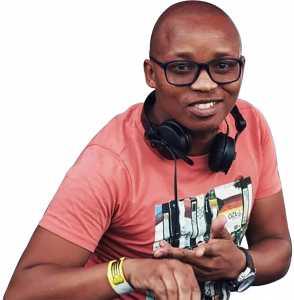 Listen to DJ Mphosa at the Distell E-Stream concert
